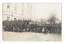 19503 - Armée Suisse Soldats Char Devant Caserne à Identifier - Suisse