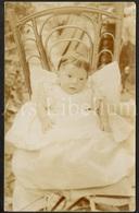 Photo Postcard / Foto / Photograph / Baby / Bébé / Antique Chair / Chaise D'antiquité / Unused / England - Photographie