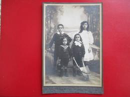 GRAND CDV PHOTO ENFANTS FRATRIE JOUETS BROUETTE RATEAU - Cartes De Visite
