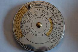 Calendrier Du Futur, Très Bel Objet Décoratif Et Utile ! - Jewels & Clocks