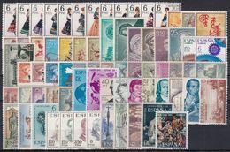 ESPAÑA 1967 Nº1767/1838 AÑO NUEVO COMPLETO 72 SELLOS CON TRAJES - Años Completos
