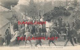 30 // GALLARGUES   Arrivée Des Taureaux A La Promenade  / - Gallargues-le-Montueux