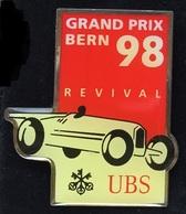 GRAND PRIX BERN 98 - REVIVAL - UBS BANQUE - BANK - SUISSE - SWISS - SCHWEIZ -  COURSE DE VIEILLES VOITURES - (ROSE) - Pin's & Anstecknadeln