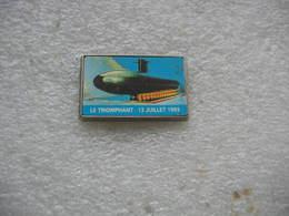 """Pin's Du Carton De L'Inauguration Du Sous Marin De La Marine Nationale  """"Le Triomphant"""" Le 13 Juillet 93 - Militaria"""