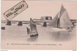 85 Les Sables D'Olonne - Cpa / Le Chenal Et Le Port Saint-Nicolas. Circulé. - Sables D'Olonne