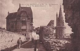 17. LA ROCHELLE. CPA SEPIA.. UN COIN DES REMPARTS. ANIMATION - La Rochelle