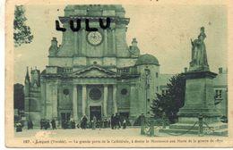 DEPT 85 : édit. J Nozais N° 187 : Lucon La Grande Porte De La Cathédrale - Lucon