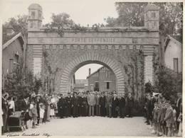 PHOTO: (23.5x17.5 Cm) METZ (57) GÉNÉRAL KOENIG ET GIRAUD EN 1945 PORTE SERPENOISE PHOTOGRAPHE RACOLLIET - Photographs