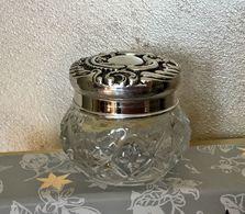 Ancien Et Joli  Pot à Crème  AVON Vide Pour Collection Ou Décoration - Fragrances