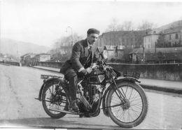 """Motocyclette Avec Son """"pilote"""" - Photo Ancienne Originale (années 30) Noir Et Blanc - Photographs"""