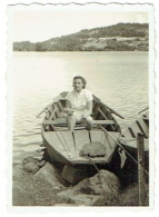 Foto/Photo. Femme/Pin Up Dans Une Barque. A Situer. - Pin-Ups