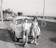 1961 RENAULT DAUPHINE FOZ PORTO TRAM PORTUGAL 60/60mm AMATEUR NEGATIVE NOT PHOTO NEGATIVO NO FOTO - Photography