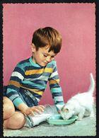 ENFANT - Garçon Donnant à Boire à 1 Petit Chat - Circulé - Circulated - Gelaufen - 1962. - Enfants
