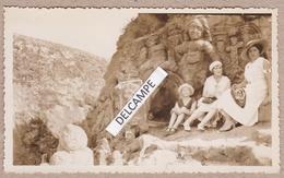 ROTHENEUF SAINT MALO 1930 - Photo Originale D'une Visite Des Rochers Sculptés ( Ille Et Vilaine ) - Plaatsen