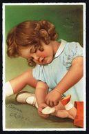 ENFANT - Fillette Chaussant Une Poupée - Circulé - Circulated - Gelaufen - 1947. - Enfants
