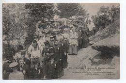 PELERINAGE A LOURDES DU DIOCESE DE BAYEUX (14) - LE CHEMIN DE LA CROIX - LES PELERINS SE RENDENT A LA 14E STATION - Bayeux