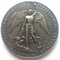 Médaille. Université Libre De Bruxelles ULB. Hommage Prof. P. Mundeleer. 1957-1985. G. Devreese. Diam. 66mm - 103 Gr - Professionnels / De Société