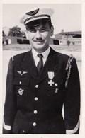 Officier De L Armée De L Air Avec Medaille Fouragere Croix De Guerre Uniforme Carte Photo - Personnages