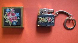 Ensemble D'un Porte-clés Briquet Et D'un Cendrier Pliable, Brodés.Goldenspal - Tabac (objets Liés)