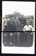 SOISSONS  SOLDATS ANCIENS POILUS     CP PHOTO FAMILLE DU BOUCHER AVE DE LA GARE  PHOTO CARTE - Soissons