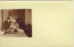 Carte Photo. Militaire Avec Pipe Et Enfant. - Guerre, Militaire