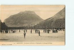 GRENOBLE - Les Joueurs De Boules à L' Esplanade - Sport : Pétanque - TBE - 2 Scans - Grenoble