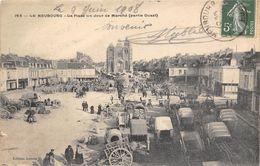 27-LE NEUBOURG- LA PLACE UN JOUR DE MARCHE ( PARTIE OUEST ) - Le Neubourg