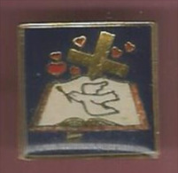 37079-Pin's.Religion Catholique.croix - Autres