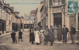 28 EPERNON CPA Toilée Couleur Animation MARCHAND De JOURNAUX Devant Le TABAC BUVETTE Rue Du Grand Pont - Epernon