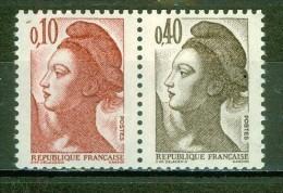 Type Liberté De Delacroix - FRANCE - Paire Du Carnet 1501 - Massicotage Décalé - 1982 - France