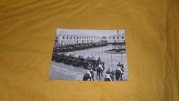 GRANDE PHOTO ANCIENNE DE 1959 ?. / COPYRIGHT BY POTTECHER RABAT. / ANOTATION AU DOS LISTE ARMEMENTS MAROC ?. 22,8CM X 17 - Guerra, Militares