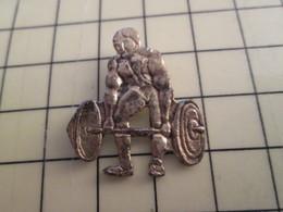 Pin115b Pin's Pins / Rare Et De Belle Qualité  : SPORTS : HALTEROPHILIE PIN'S ARTISANAL ? - Weightlifting
