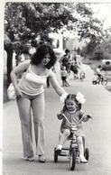 RUSSIA. PHOTO CHRONICLE OF TASS 9. CHILDREN IN THE STREET OF KIEV. A BIKE. - Otros