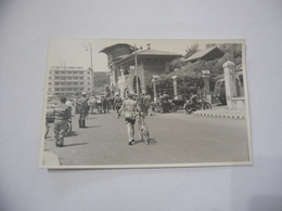 FOTO CICLISMO 39°GIRO D'ITALIA 1956 FALLARINI AUTO D'EPOCA MOTO GUZZI. - Ciclismo