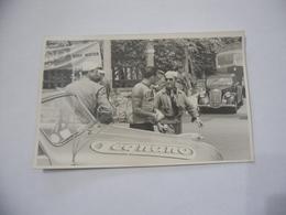 FOTO CICLISMO 39°GIRO D'ITALIA 1956 BARTOLAZZI AUTO D'EPOCA MOTO GUZZI. - Ciclismo