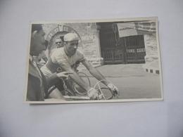 FOTO CICLISMO 39°GIRO D'ITALIA 1956 TOGNACCINI AUTO D'EPOCA MOTO GUZZI. - Ciclismo