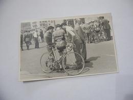 FOTO CICLISMO  PETREI PONZINI 39°GIRO D'ITALIA 1956 AUTO D'EPOCA. - Ciclismo