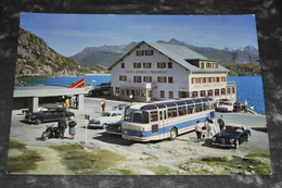 1392   Hotel Und Kiosk Grimmsel Passhòhe Autos  Cars  Bus - Cartes Postales