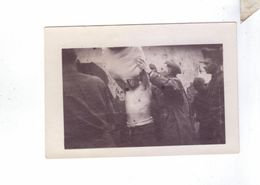 Soldats Americains En France  Guerre 14 18  Petites 4 Photos  4 Cm 6cm Cootie Hound Chasse Aux Poux Jan 1919 - Weltkrieg 1914-18