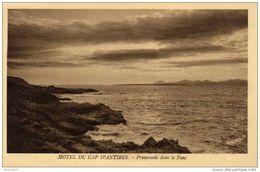 06 Hôtel Du Cap D'Antibes - Cpa / Promenade Dans Le Parc. Circulé. - Antibes