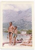 REAL PHOTO, Man And  Kid Boy In Trunks On Beach Scene , Homme Et Garcon En Maillot De Bain Sur Plage, Old   Photo - Non Classés