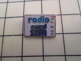Pin515b Pin's Pins / Rare Et De Belle Qualité : MEDIAS / RADIO NORD S&M 94.6 FM Pour La Famille GORI - Marques
