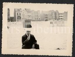 Photo Ancien / Foto / Photograph / Homme / Man / Strand / La Plage / Beach Side / Koksijde / 1947 - Anonieme Personen