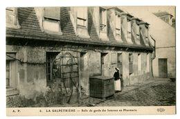 CPA 75 Paris 13 La Salpétrière Salle De Garde Des Internes En Pharmacie Animé - Santé, Hôpitaux