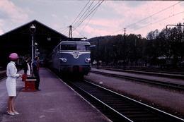 Photo Diapo Diapositive Slide 46 Cahors Locomotive Electrique SNCF BB 9280 En Gare En 1967 VOIR ZOOM - Diapositives