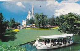 ORLANDO - Walt Disney World -  Bateau Cygne Devant Le Chateau De Cendrillon - - Orlando