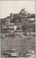 CPSM:   MARSEILLE   (Dpt.13):  Notre-Dame De La Garde Et Le Vieux Port.   (photo Véritable)  (E121) - Vieux Port, Saint Victor, Le Panier