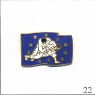 Pin's Sport - Judo / Ligue Européenne De Judo Avec Drapeau CEE. Non Estampillé. EGF. T577-22 - Judo