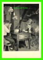 SOUILLAC (46) - LE CHABROL - ANIMÉE DE PERSONNAGES AU LUNCH - ÉDITIONS P. BETZ - - Souillac