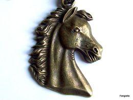 Collier Jolie Tête De Cheval Bronze Sur Chaine Boule De 46cms  Le Pendentif Mesure Environ 40x29mm. - Ethniques